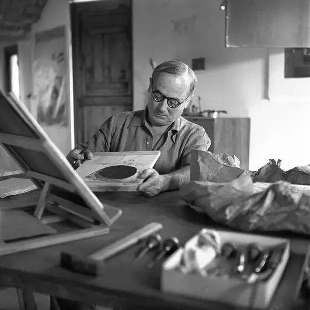 超现实主义领袖人物,与毕加索、达利齐名,一生只像孩子那样画画插图56