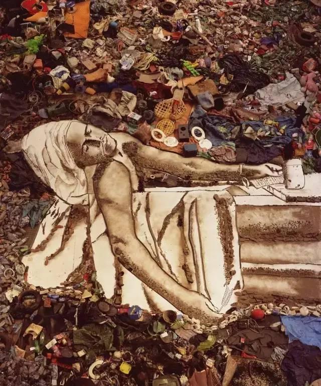 """他不仅用垃圾拼凑出世界名画,还改变了""""垃圾工""""的人生!插图18"""