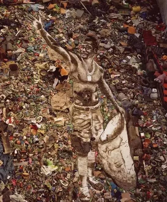 """他不仅用垃圾拼凑出世界名画,还改变了""""垃圾工""""的人生!插图20"""