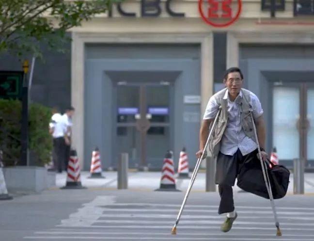 """凭本事吃饭的人,从来不会觉得卑微!中国的""""流浪达芬奇"""",画了800多次蒙娜丽莎!插图1"""