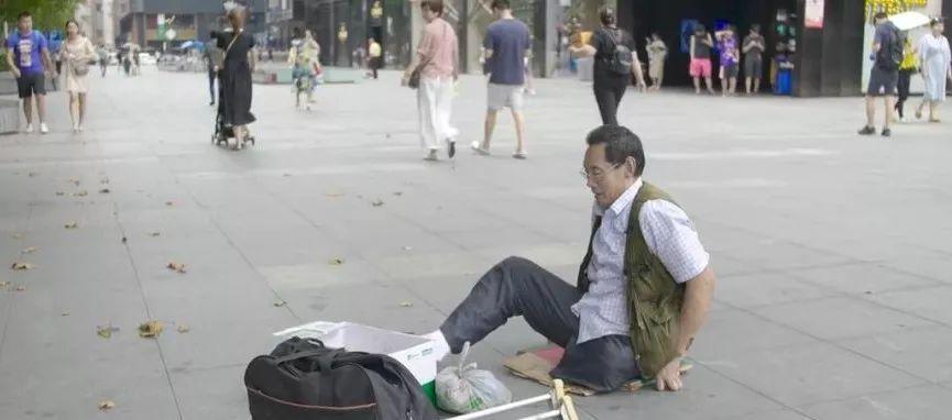 """凭本事吃饭的人,从来不会觉得卑微!中国的""""流浪达芬奇"""",画了800多次蒙娜丽莎!插图5"""