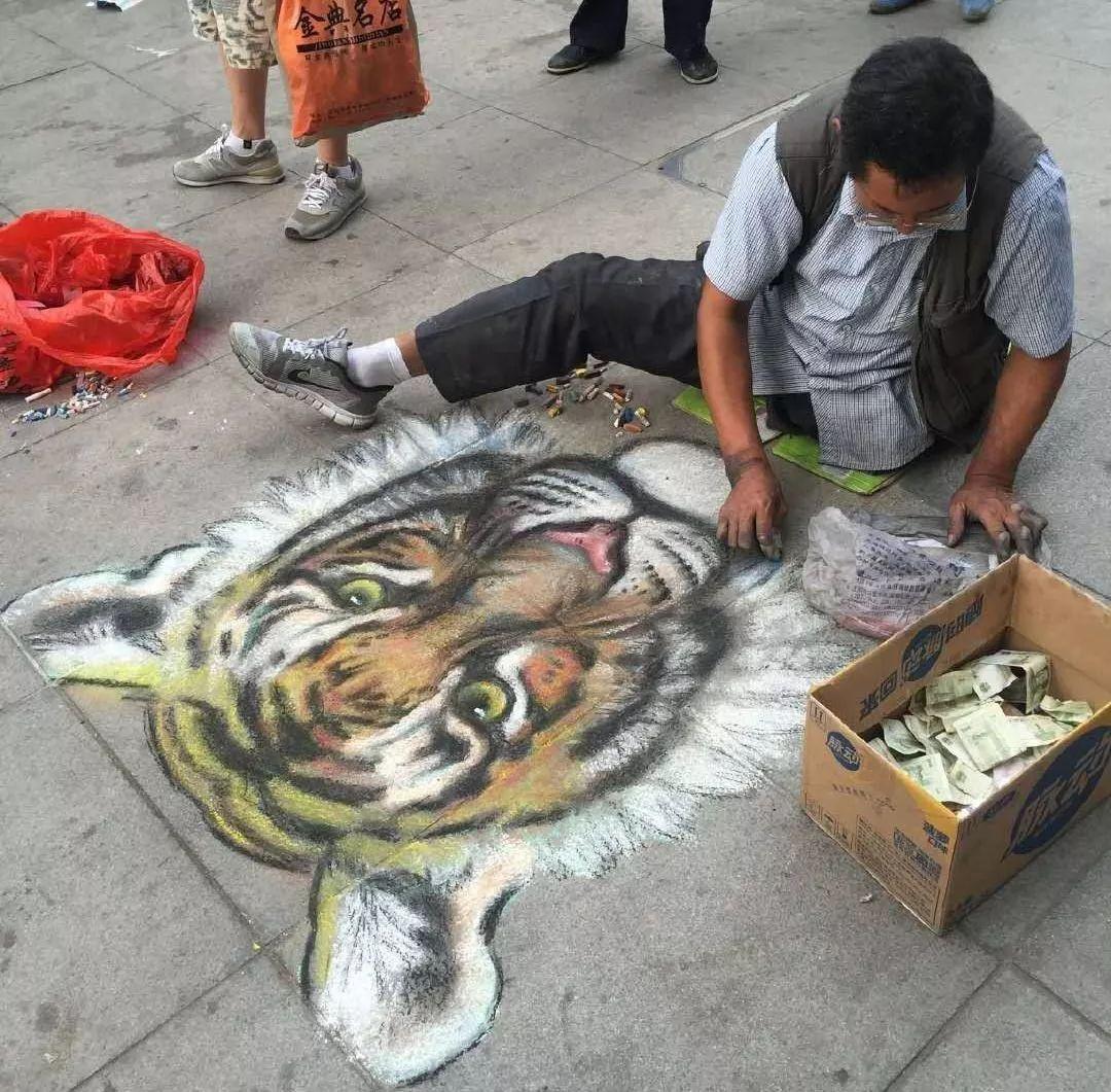 """凭本事吃饭的人,从来不会觉得卑微!中国的""""流浪达芬奇"""",画了800多次蒙娜丽莎!插图45"""