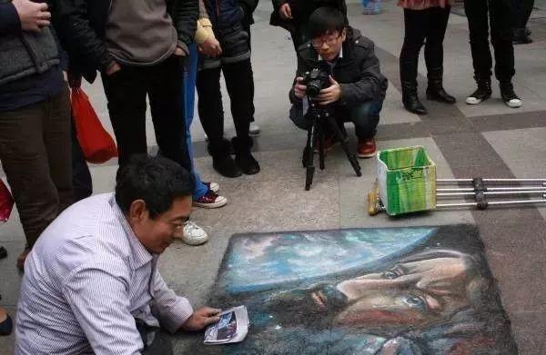 """凭本事吃饭的人,从来不会觉得卑微!中国的""""流浪达芬奇"""",画了800多次蒙娜丽莎!插图51"""