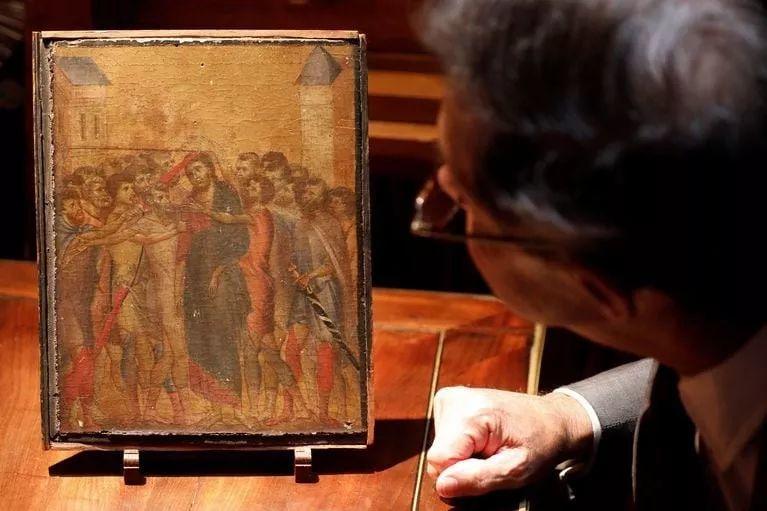 法国90岁老太一夜暴富,搬家清理出700多年前的旧画,竟然拍卖1.9亿天价!插图2