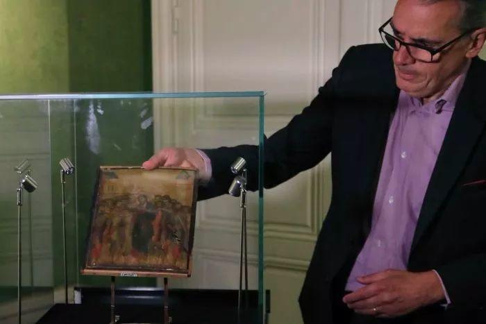 法国90岁老太一夜暴富,搬家清理出700多年前的旧画,竟然拍卖1.9亿天价!插图9