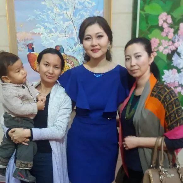 这位哈萨克斯坦美女,从小失聪,却能画出这世界上最美的色彩插图59