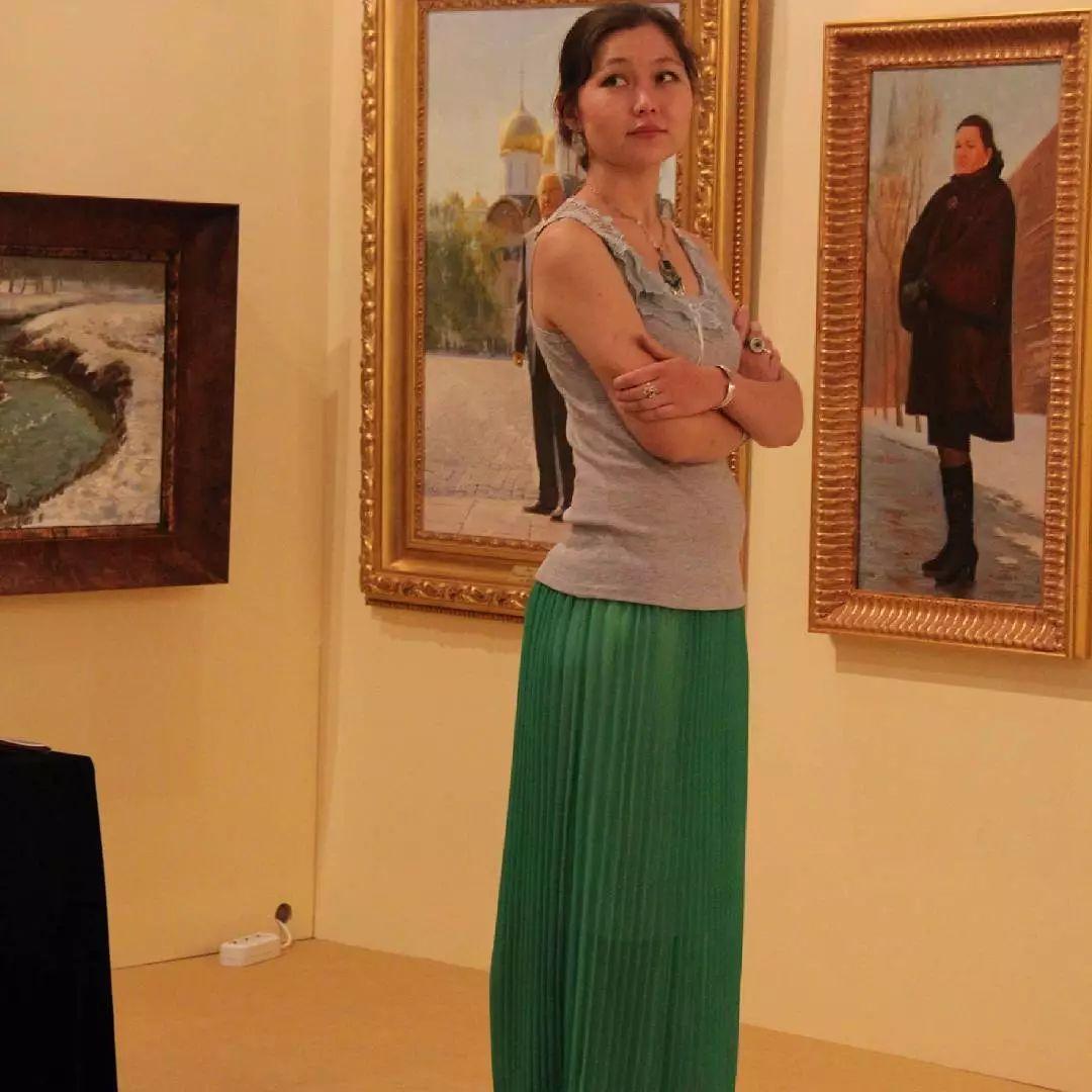这位哈萨克斯坦美女,从小失聪,却能画出这世界上最美的色彩插图61