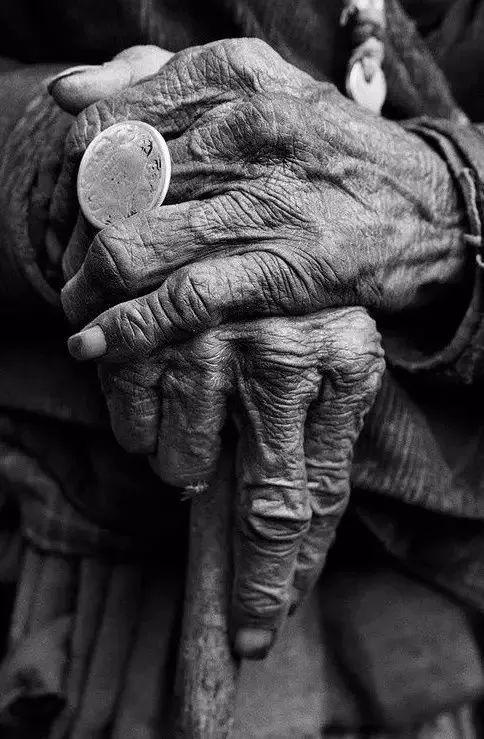 手是人的第二张脸,承载着人奋斗一生的痕迹插图1