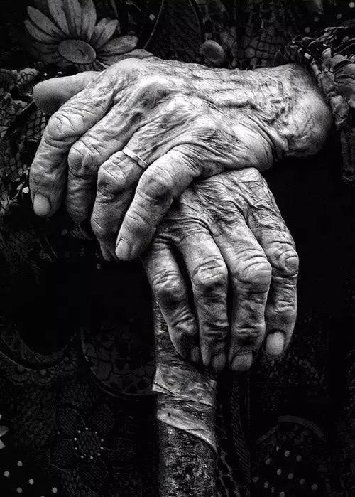 手是人的第二张脸,承载着人奋斗一生的痕迹插图2