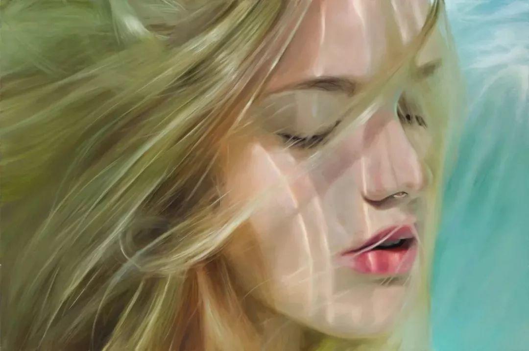 炎炎夏日90后美女画家,不拼颜值拼画功,绘出水下美女淋漓细节插图1