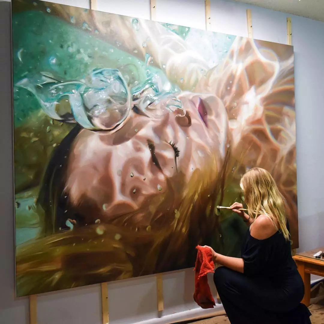 炎炎夏日90后美女画家,不拼颜值拼画功,绘出水下美女淋漓细节插图4