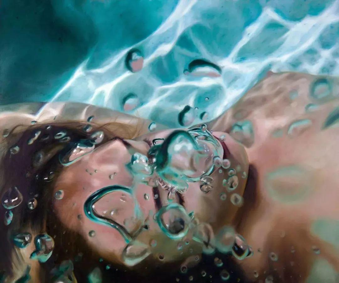 炎炎夏日90后美女画家,不拼颜值拼画功,绘出水下美女淋漓细节插图6