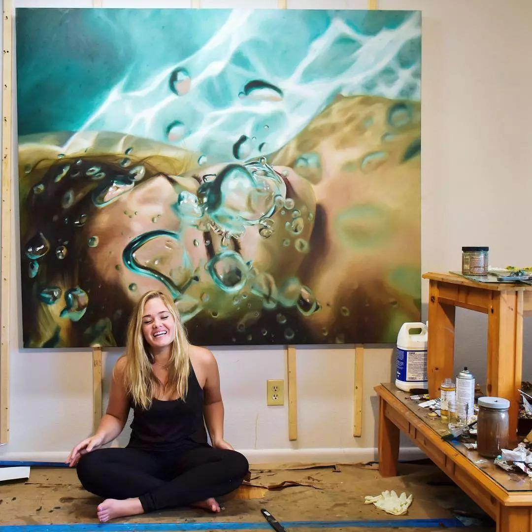 炎炎夏日90后美女画家,不拼颜值拼画功,绘出水下美女淋漓细节插图7