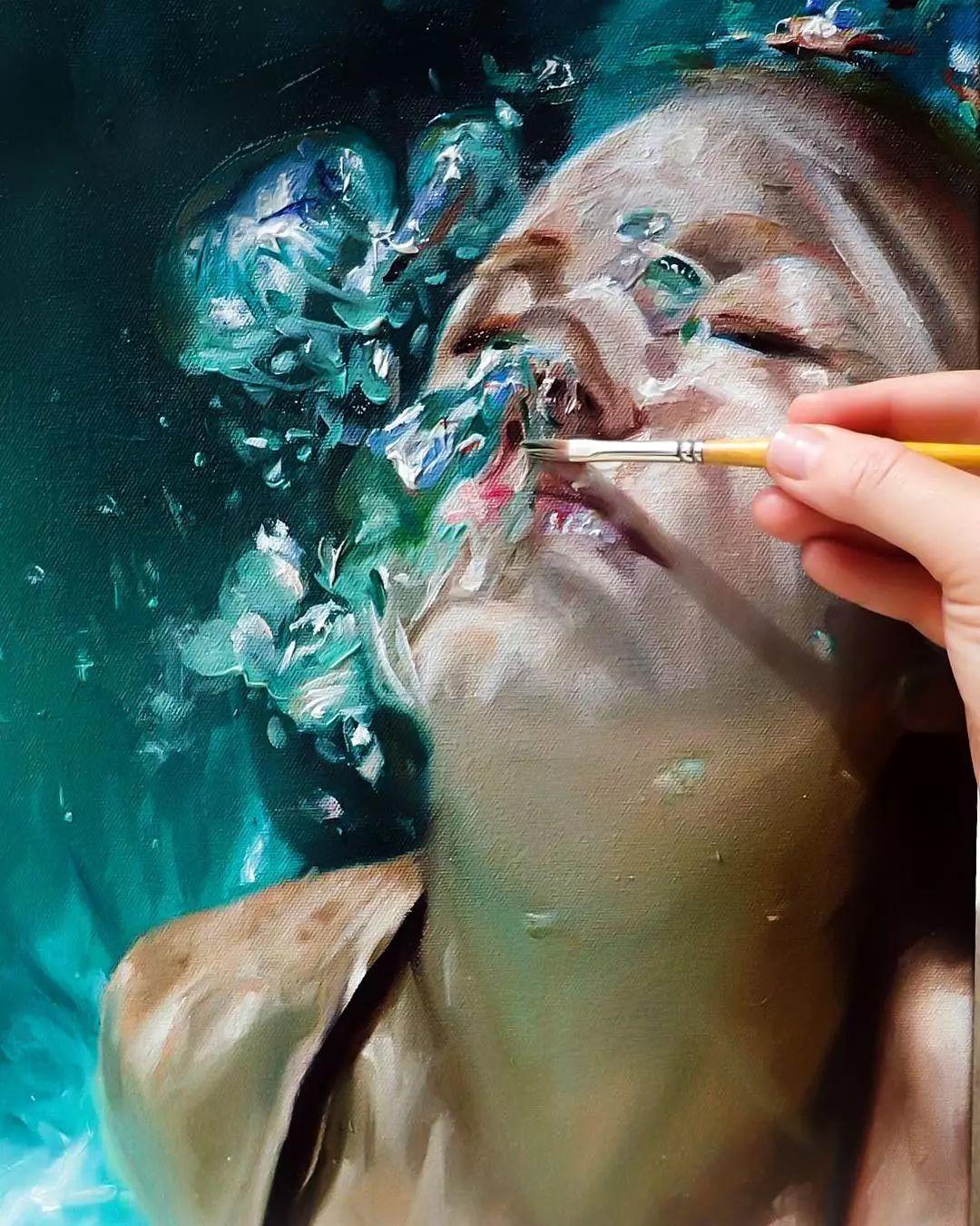 炎炎夏日90后美女画家,不拼颜值拼画功,绘出水下美女淋漓细节插图10
