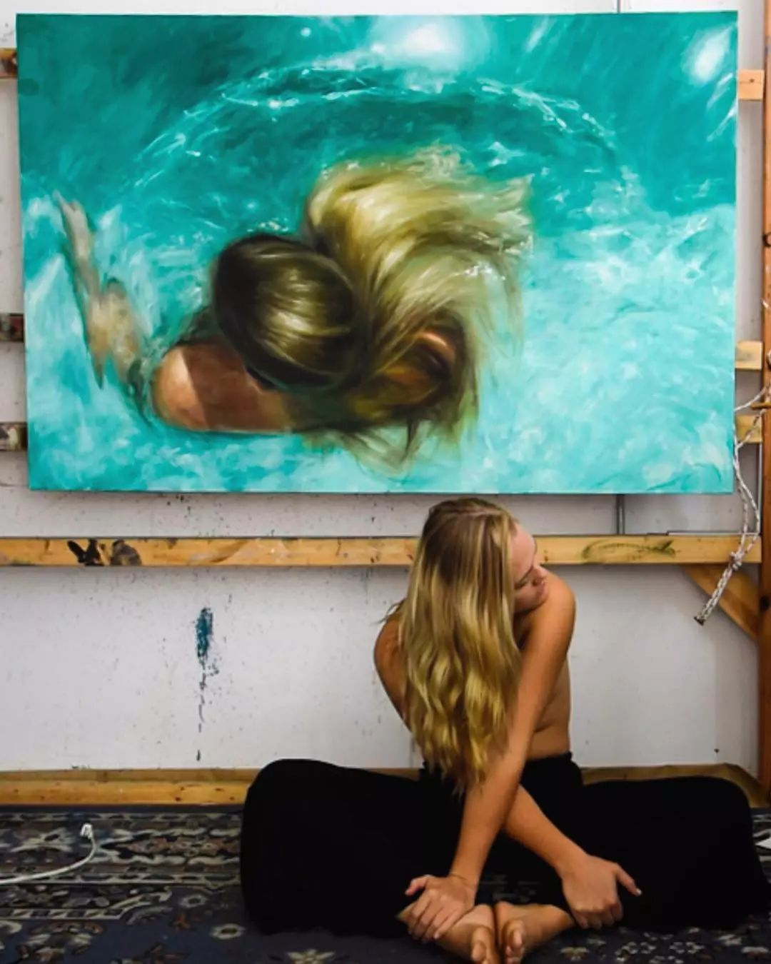 炎炎夏日90后美女画家,不拼颜值拼画功,绘出水下美女淋漓细节插图14