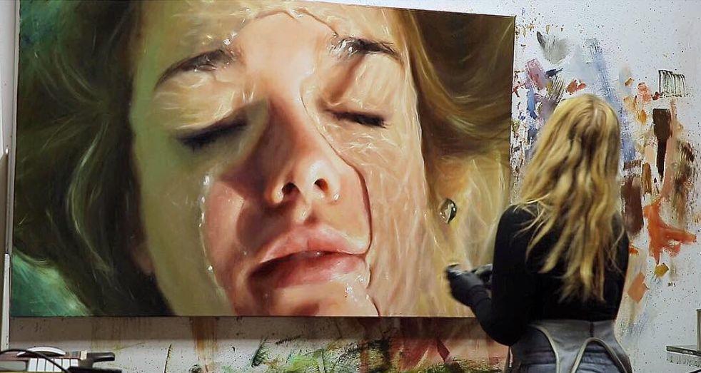 炎炎夏日90后美女画家,不拼颜值拼画功,绘出水下美女淋漓细节插图22