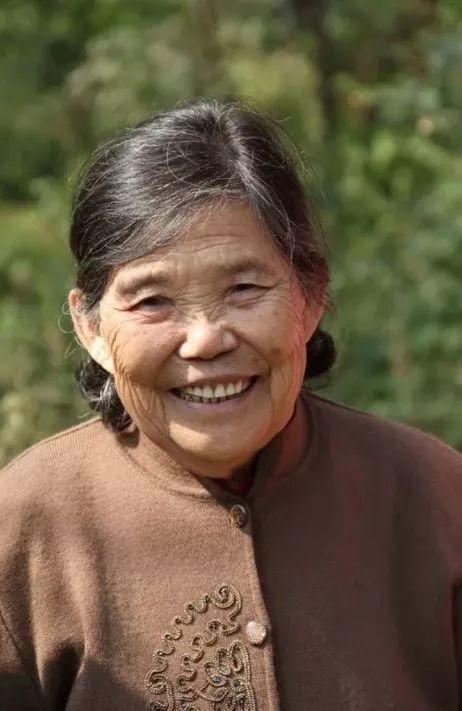 """""""梵高奶奶""""走了,她把心里的幸福用画笔留给了世界插图1"""