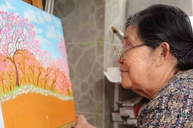 """""""梵高奶奶""""走了,她把心里的幸福用画笔留给了世界插图8"""