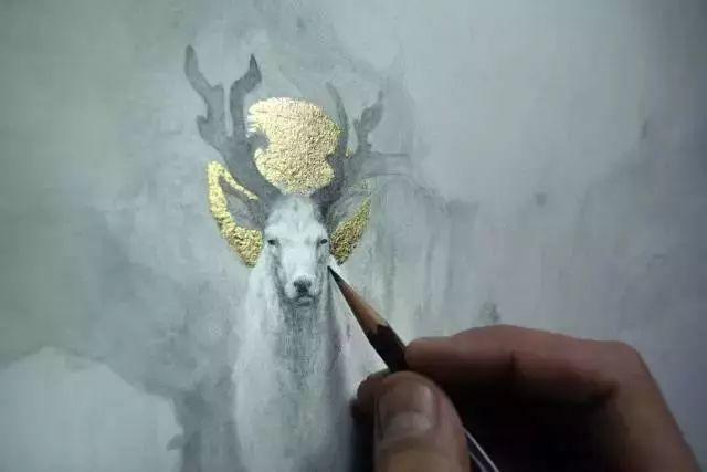 这是有钱人的操作!用石墨和金箔创作出史诗般画作插图23