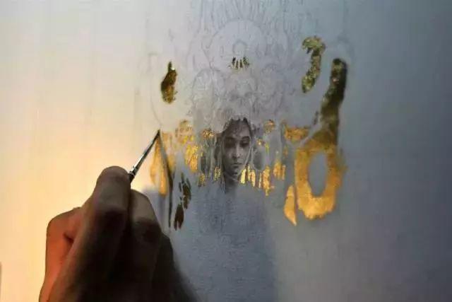这是有钱人的操作!用石墨和金箔创作出史诗般画作插图25