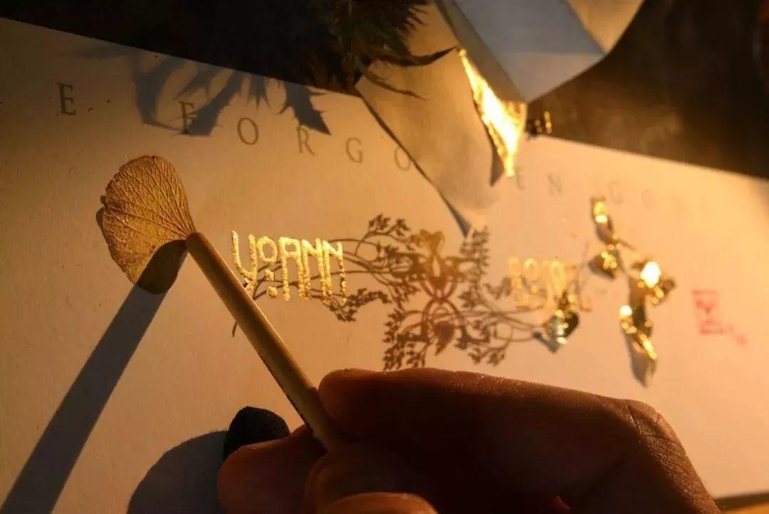 这是有钱人的操作!用石墨和金箔创作出史诗般画作插图35
