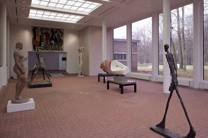 她一生从未见过梵高,却是他的头号粉丝,散尽家财为他建起一座博物馆插图26