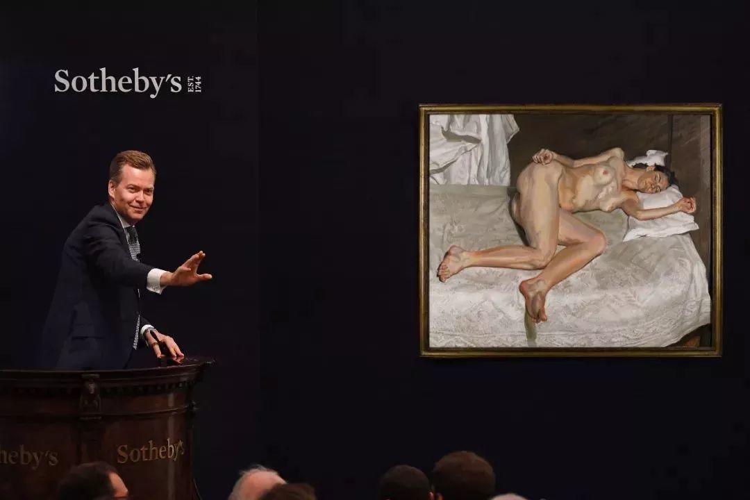 他见一个爱一个画一个,白床上人体拍近2亿元插图34