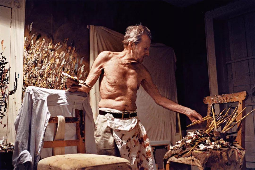 他见一个爱一个画一个,白床上人体拍近2亿元插图94