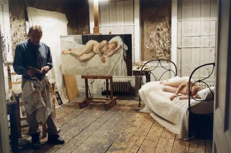 他见一个爱一个画一个,白床上人体拍近2亿元插图95