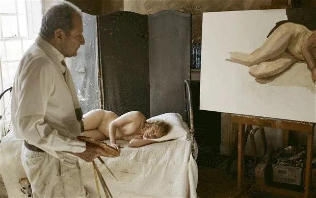 他见一个爱一个画一个,白床上人体拍近2亿元插图97