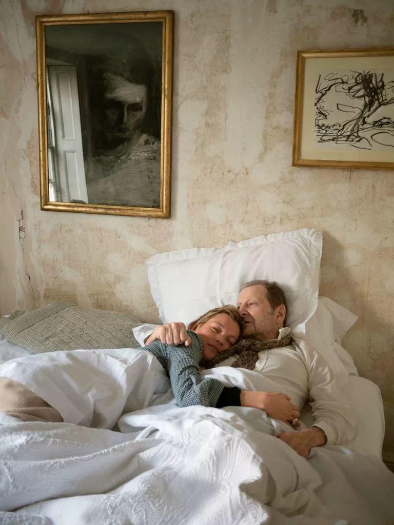 他见一个爱一个画一个,白床上人体拍近2亿元插图98