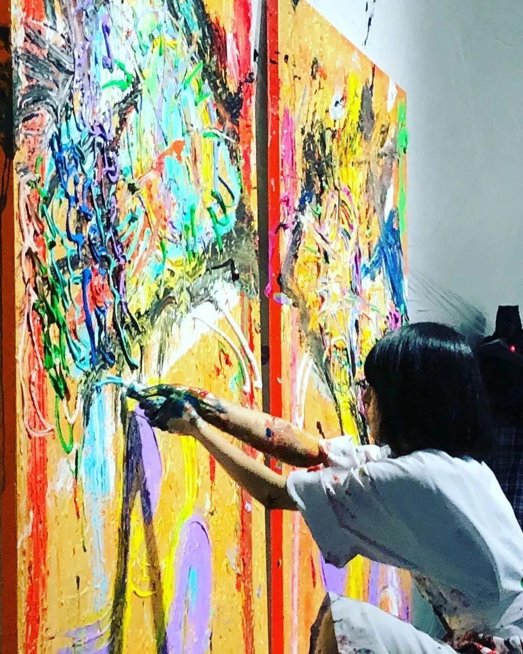 """""""狂野少女""""绘画堪比毕加索 林俊杰都为她做专属音乐插图47"""