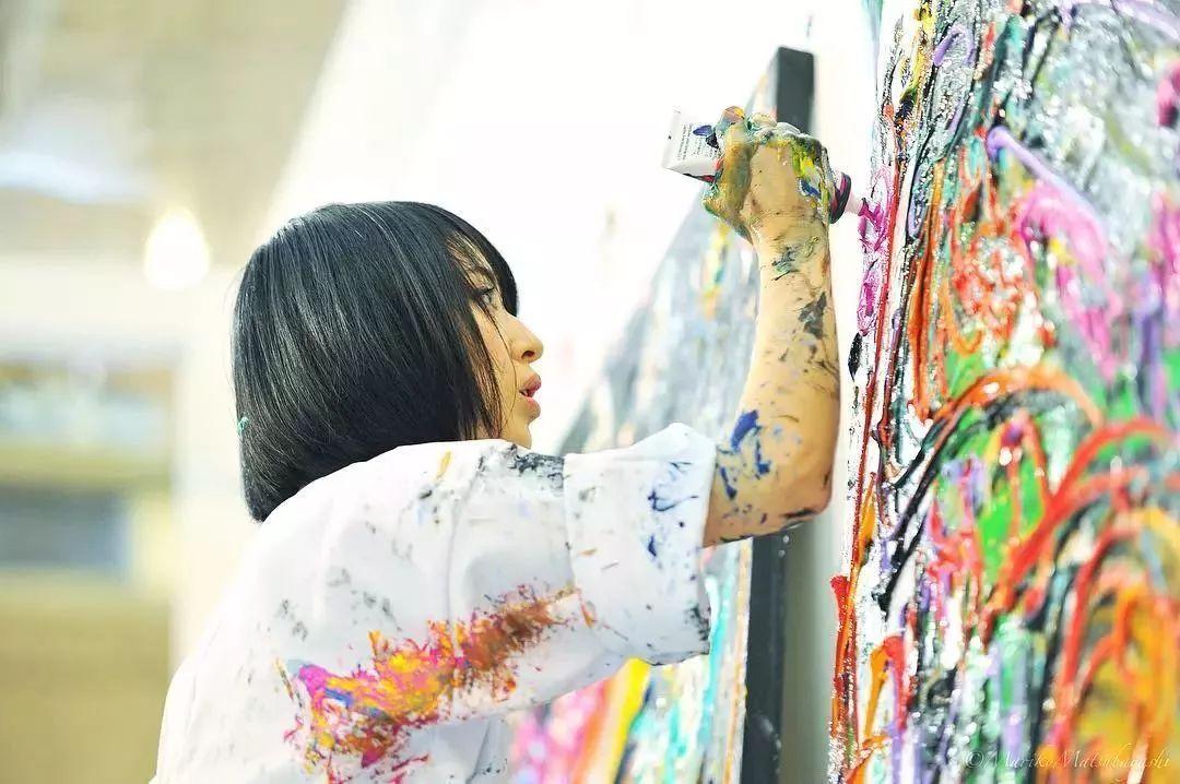 """""""狂野少女""""绘画堪比毕加索 林俊杰都为她做专属音乐插图49"""