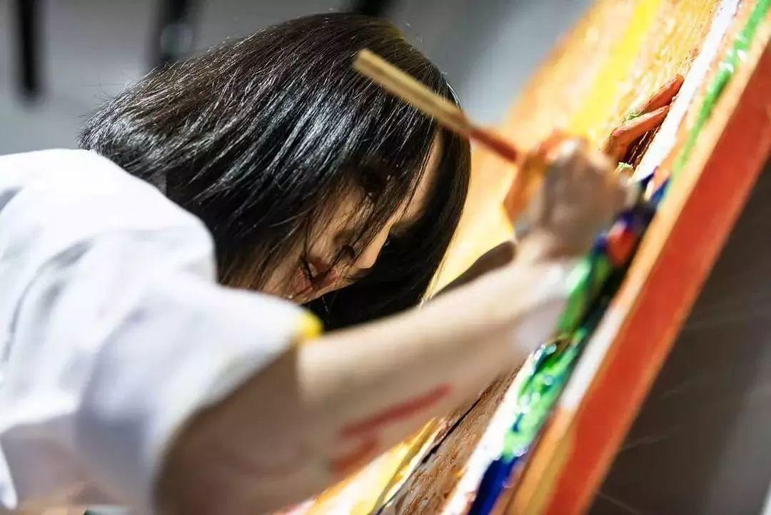 """""""狂野少女""""绘画堪比毕加索 林俊杰都为她做专属音乐插图53"""