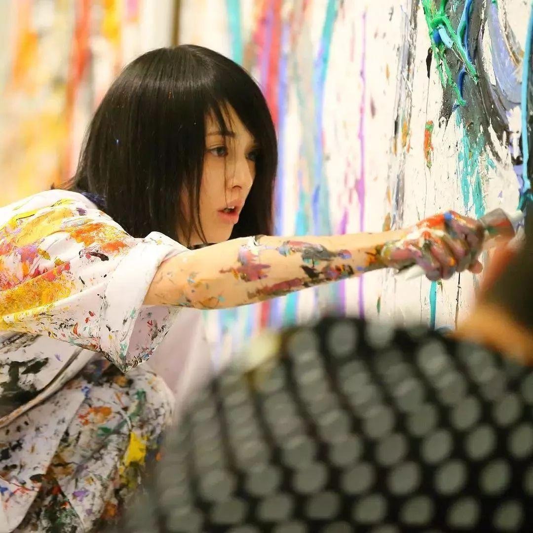 """""""狂野少女""""绘画堪比毕加索 林俊杰都为她做专属音乐插图55"""