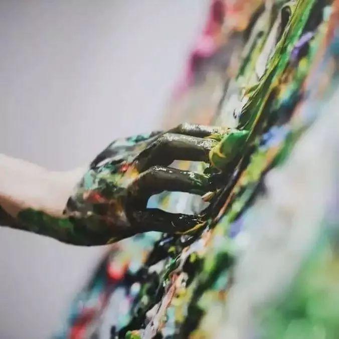 """""""狂野少女""""绘画堪比毕加索 林俊杰都为她做专属音乐插图57"""