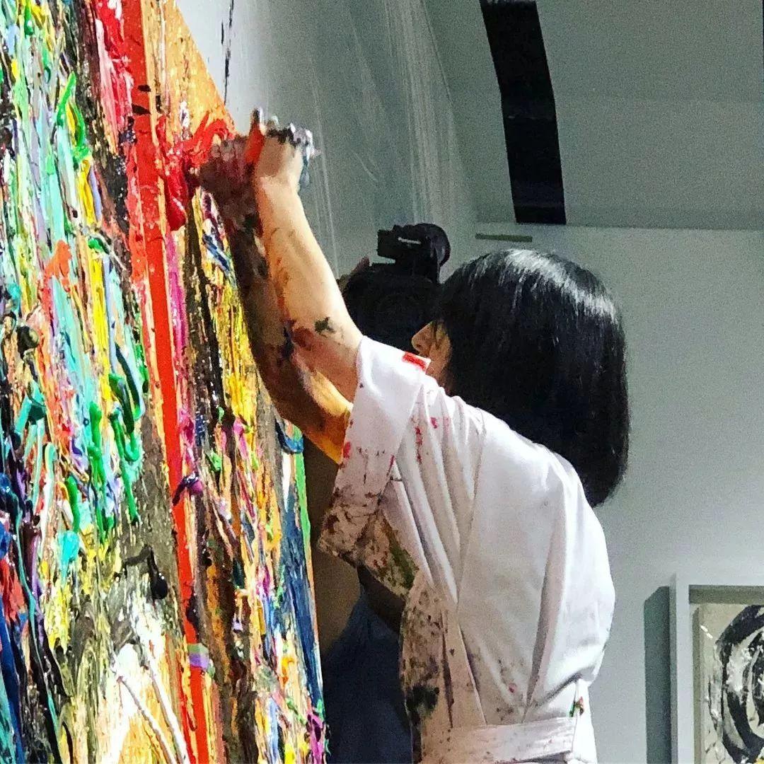 """""""狂野少女""""绘画堪比毕加索 林俊杰都为她做专属音乐插图59"""