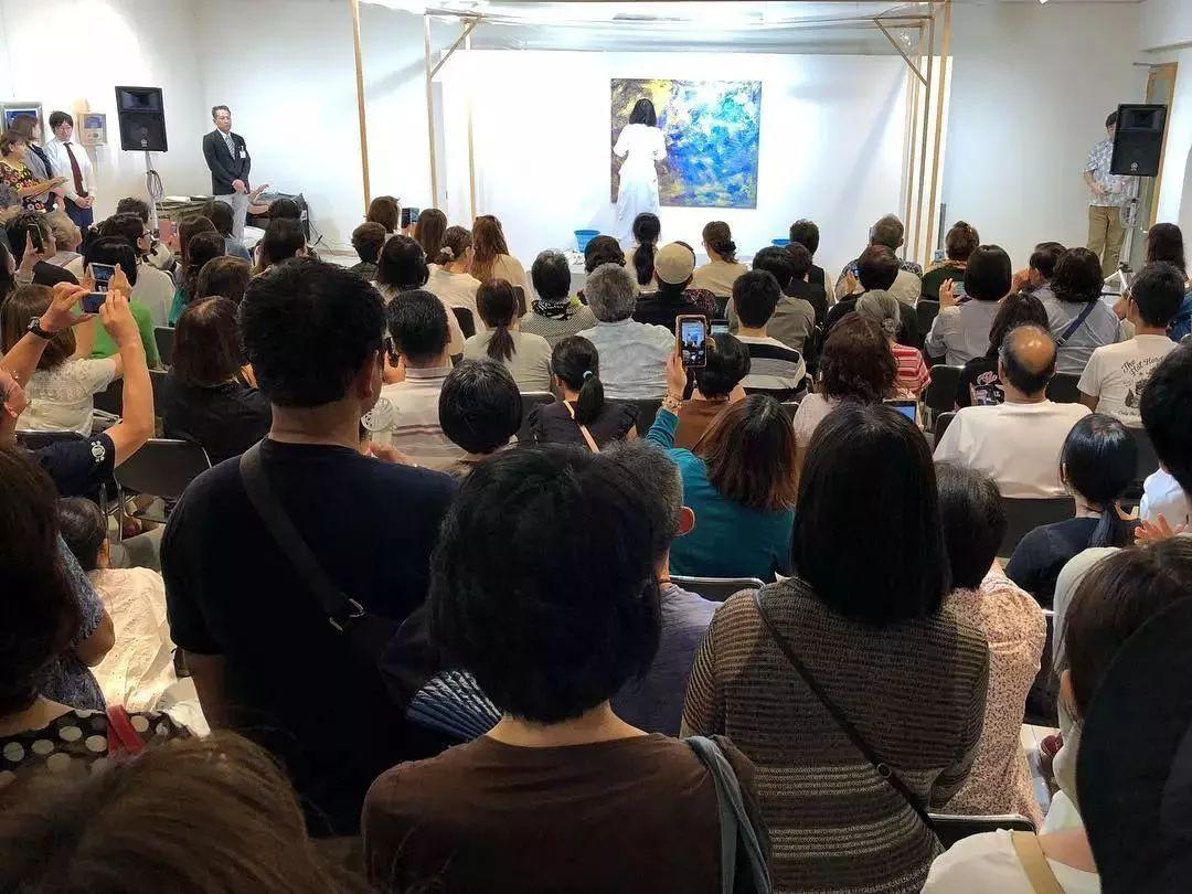 """""""狂野少女""""绘画堪比毕加索 林俊杰都为她做专属音乐插图77"""