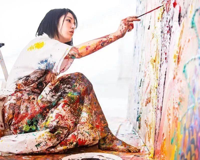 """""""狂野少女""""绘画堪比毕加索 林俊杰都为她做专属音乐插图79"""
