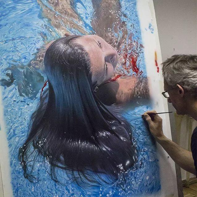 他自学油画,喜欢超现实,是位业余艺术家插图1