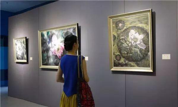 """她被媒界喻为""""荷画美人"""",亦被称为中国最年轻的女画家插图17"""