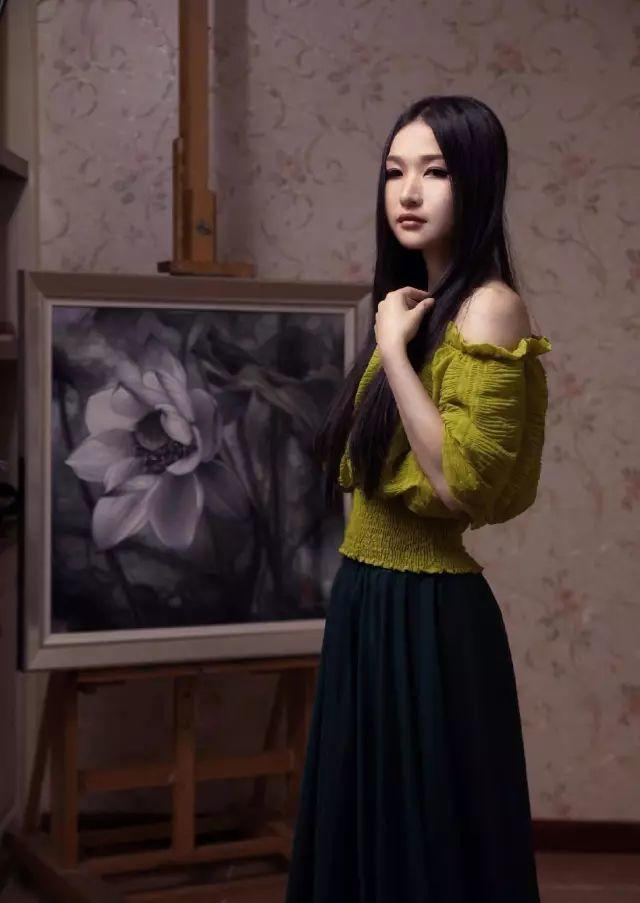 """她被媒界喻为""""荷画美人"""",亦被称为中国最年轻的女画家插图23"""