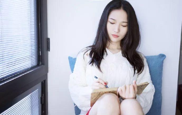 """她被媒界喻为""""荷画美人"""",亦被称为中国最年轻的女画家插图44"""