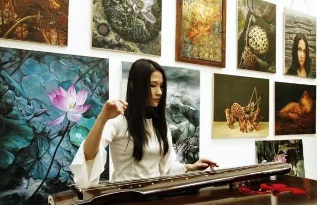 """她被媒界喻为""""荷画美人"""",亦被称为中国最年轻的女画家插图45"""