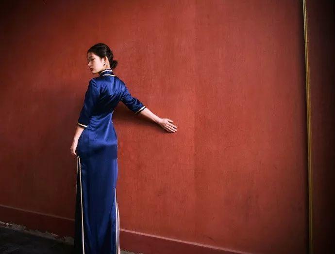 """她被媒界喻为""""荷画美人"""",亦被称为中国最年轻的女画家插图48"""