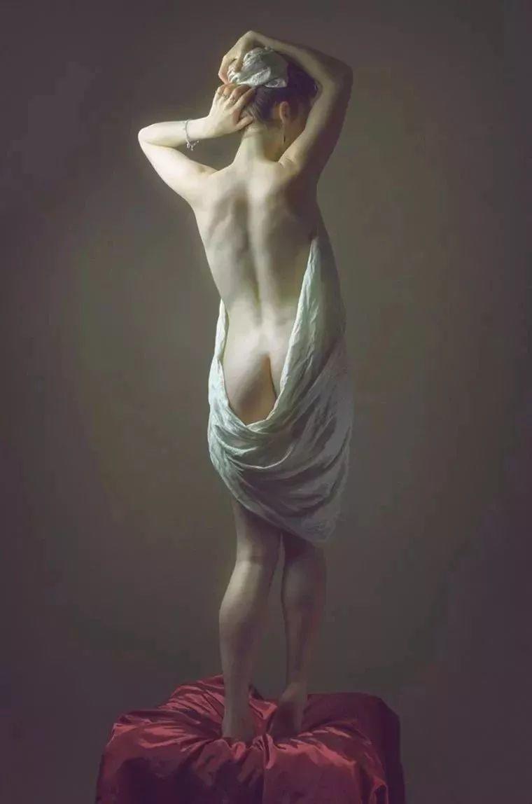 美得像油画——丰腴女人体摄影插图23