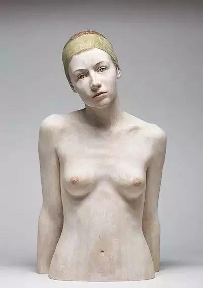 他硬把一桩桩木头弄成人体女神,惊艳世界,首次来中国就轰动美院插图5