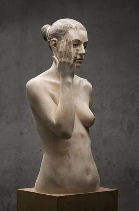 他硬把一桩桩木头弄成人体女神,惊艳世界,首次来中国就轰动美院插图6