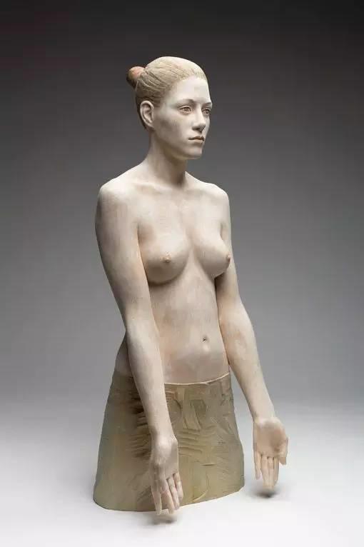 他硬把一桩桩木头弄成人体女神,惊艳世界,首次来中国就轰动美院插图7