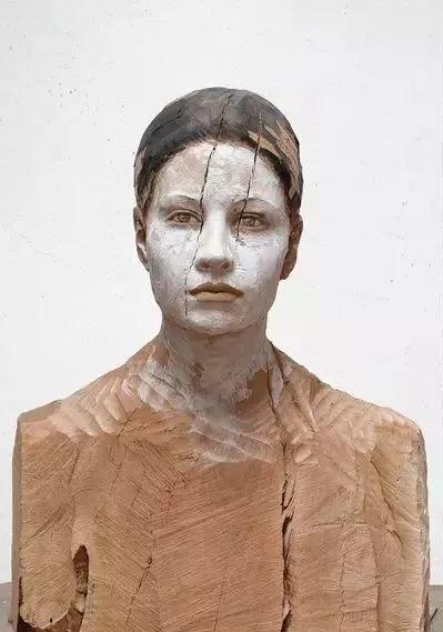 他硬把一桩桩木头弄成人体女神,惊艳世界,首次来中国就轰动美院插图43